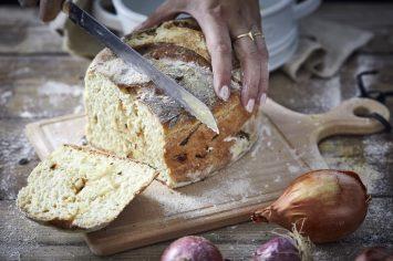 לחם בצל בתבנית חרס