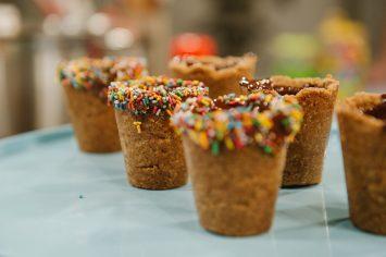 קוקי-שוט – כוסות אכילות מעוגיות חמאה