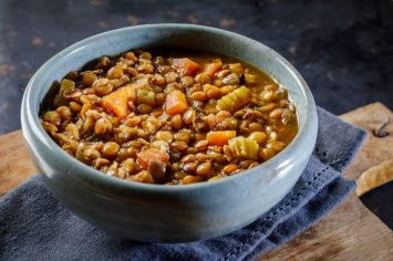 מרק עדשים מושלם של שי-לי ליפא שיחמם לכם את הבטן