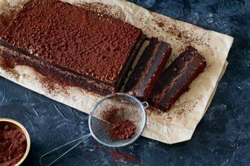 חיתוכיות פאדג' שוקולד בשכבות עם קראנץ' שוקולד חלב