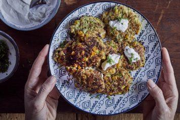 ארוחת ערב מושלמת – לביבות קינואה וירקות בקלי קלות