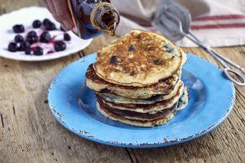 יותר בריא ויותר טעים: פנקייקים מקמח כוסמין עם אוכמניות