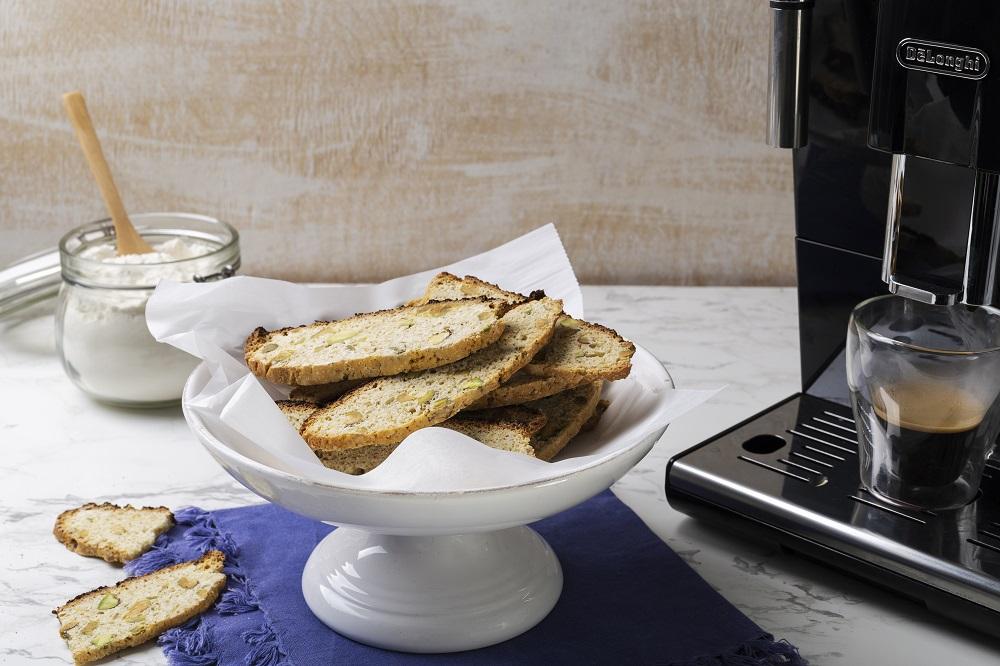 עוגיות ביסקוטי קפה עם פיסטוק. צילום: שני הלוי