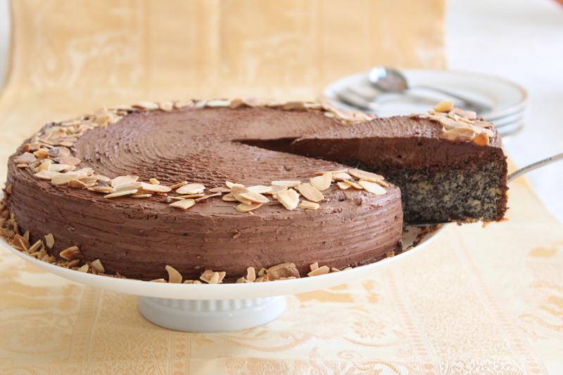 עוגת פרג עם קרם שוקולד. צילום: יהודית מורחיים