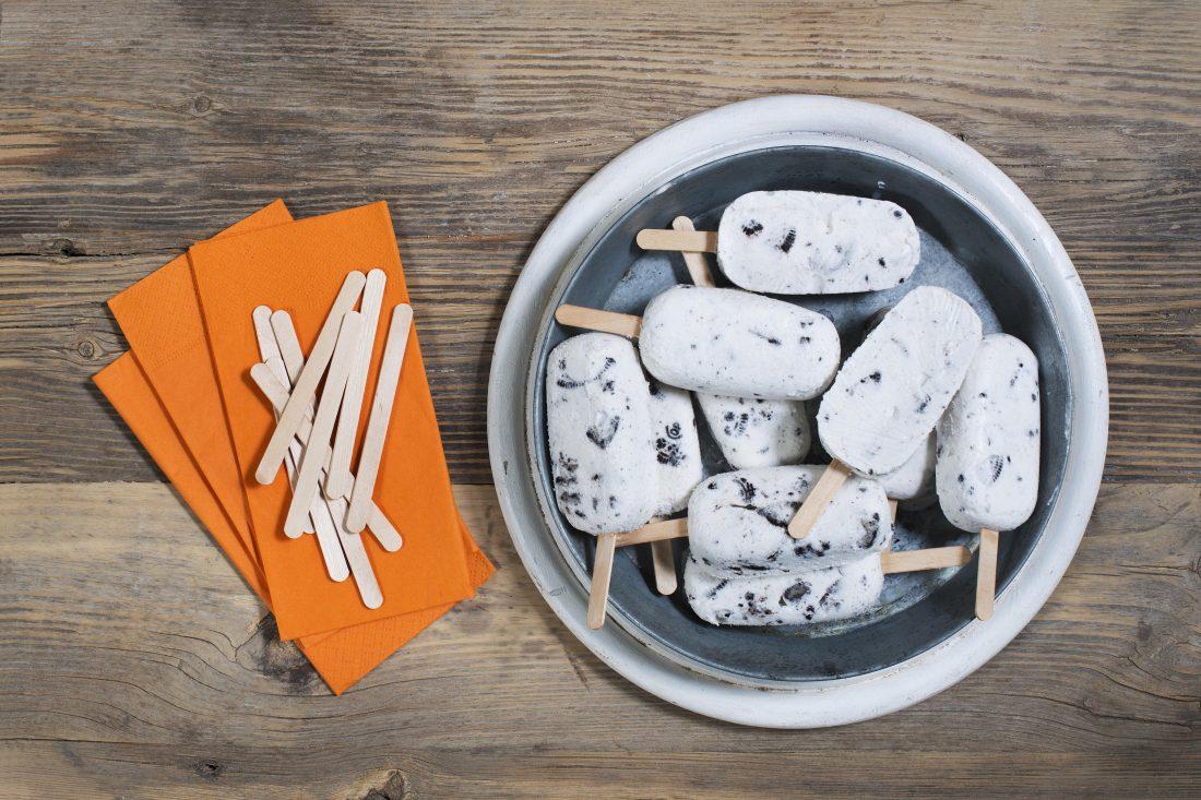 ארטיק ביתי בטעם קרם שמנת ועוגיות. צילום-נועם-פריסמן