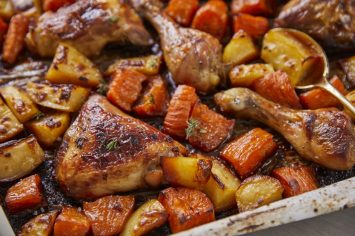 עוף בתנור עם תפוחי אדמה ובטטות ברוטב מתקתק