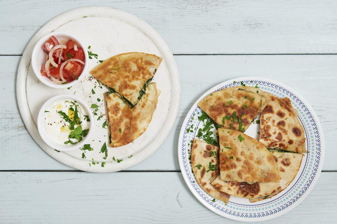 קסדייה - טוסט טורטייה במילוי תרד וגבינות. צילום-נועם-פריסמן1