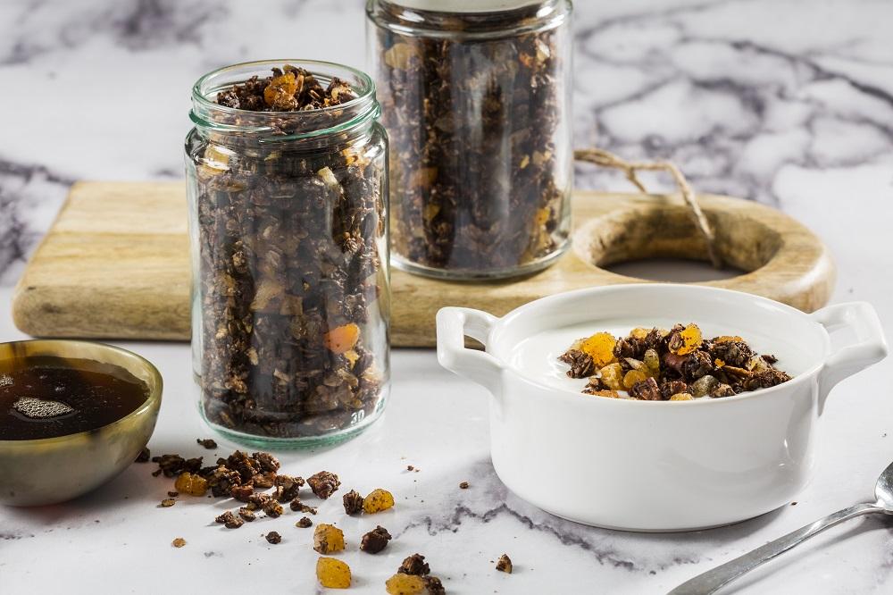 גרנולה שוקולד טבעונית שמכינים בבית. אסף-אמברם-00542