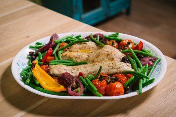 פילה דג בתנור עם ירקות קלויים