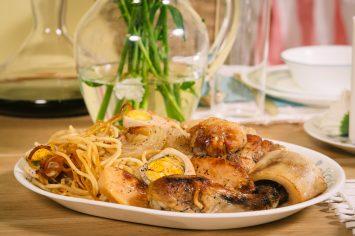 חמין מקרוני עם שוקי עוף ותפוחי אדמה