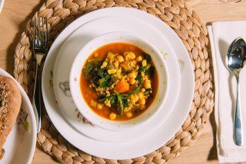 מרק ירקות עשיר במיוחד עם אורז