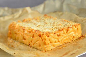 מקרוני אנד צ'יז - מאפה פסטה מושחת עם גבינות