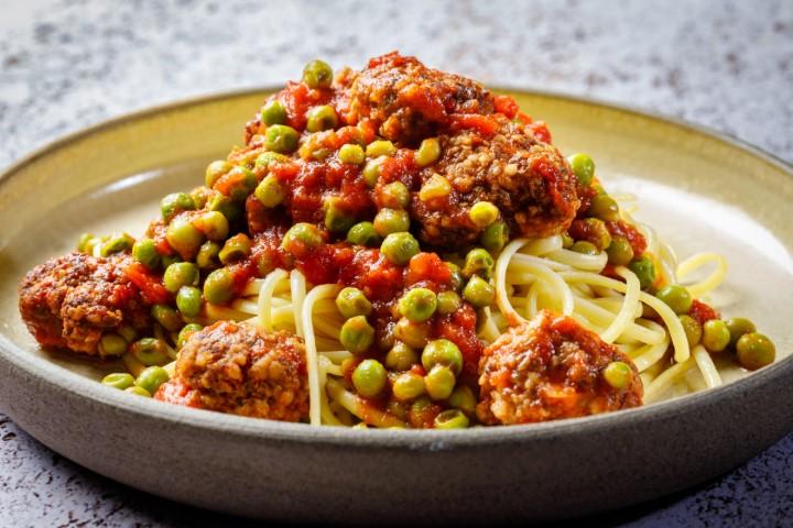 ספגטי עם כדורי בשר ברוטב עגבניות ואפונה. Nimrod_Genisher_0153