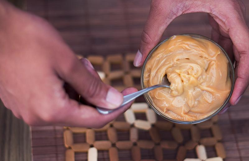 עוגת גבינה וריבת חלב. צילום: שאטרסטוק