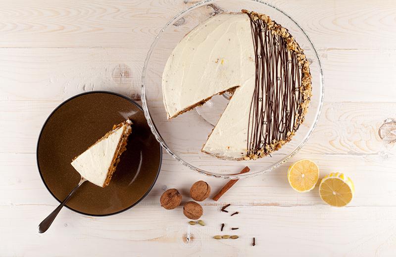 עוגת שוקו-בננה מטריפה עם גומות חן. צילום: שאטרסטוק