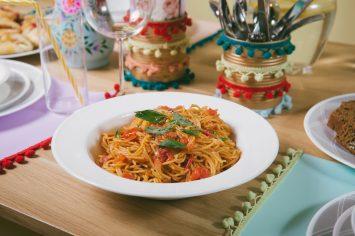 ארוחה מהירה – פסטה ברוטב עגבניות בסיר אחד