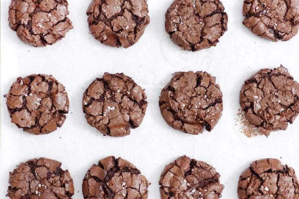 עוגיות בראוניז שוקולד ללא גלוטן. צילום: נטלי לוין