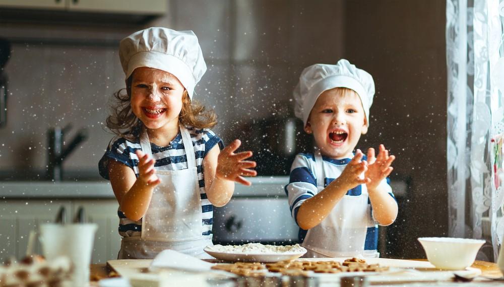 ילדים מבשלים. צילום: shutterstock