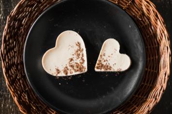 עוגת לב גבינה ממולאת בלב נוגט