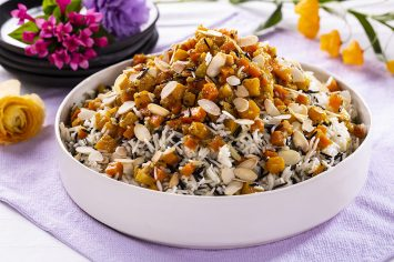 אורז שחור לבן עם ירקות כתומים