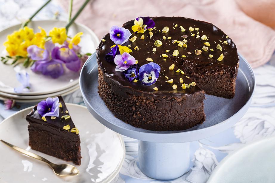 עוגת שוקולד פאדג'ית במיוחד ללא גלוטן. צילום: בעז לביא