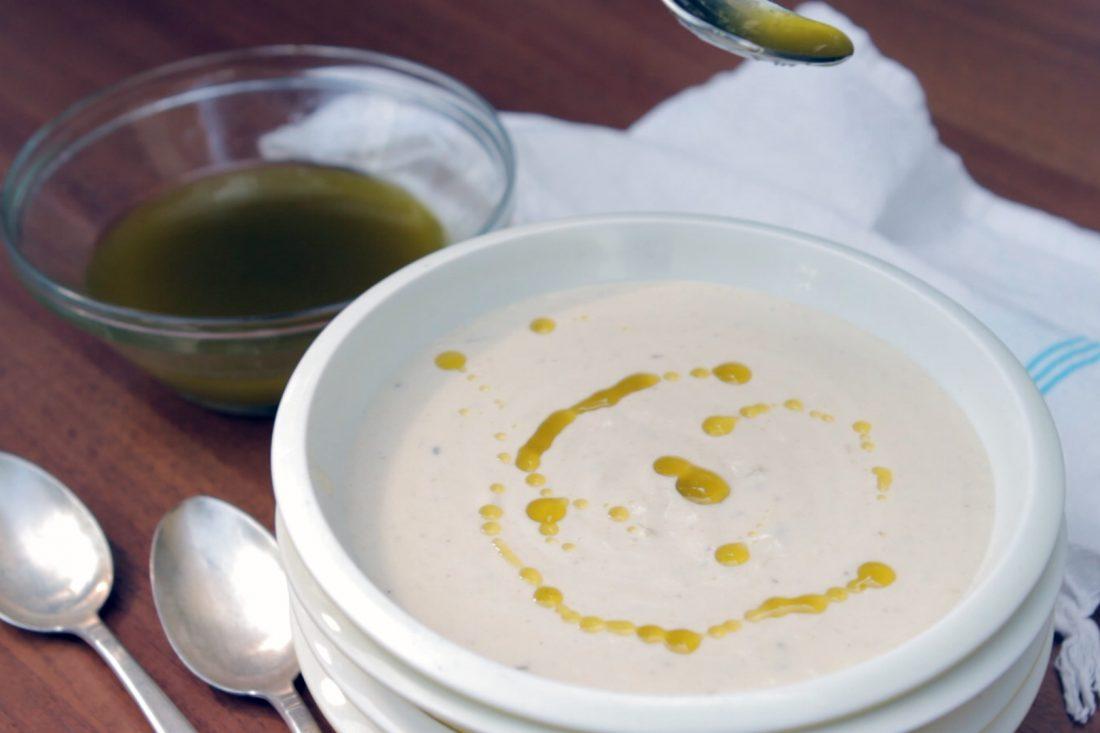 מרק קרם שורשים עם שמן בזיליקום