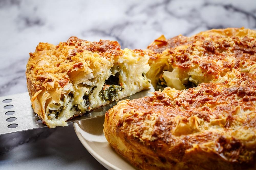 מאפה פילו במילוי גבינות ותרד של ישראל אהרוני. Nimrod_Genisher_0309