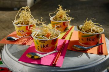 מרק עוף תאילנדי עם אטריות מטוגנות