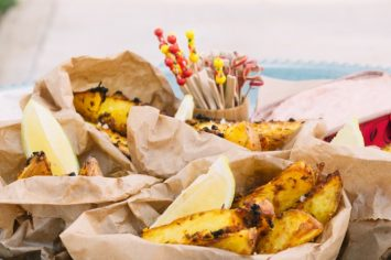 תפוחי אדמה פריכים עם שום, תבלינים ושמן זית