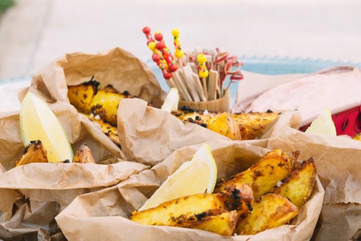 תפוחי אדמה פריכים עם שום, תבלינים ושמן זית. צילום-נועם-פריסמן-32