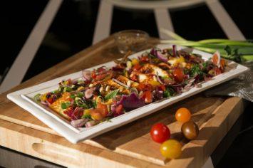 גבינת חלומי צלויה עם סלט עגבניות