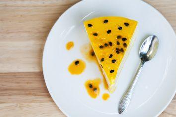 עוגת גבינה טרופית בציפוי פסיפלורה