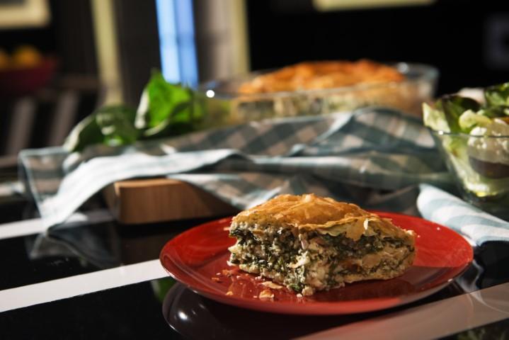מאפה בצק פילו עם גבינות ותרד. צילום-נועם-פריסמן-27