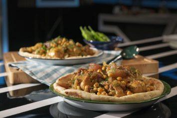 מסאחן - תבשיל עוף וגרגירי חומוס על פיתה עיראקית