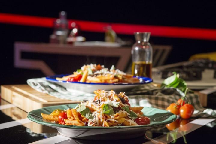 פסטה ברוטב עגבניות וחצילים. צילום-נועם-פריסמן-41