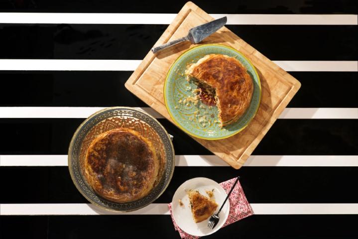 פסטייה עוף - מאפה בצק פילו במילוי עוף ופירות יבשים. צילום-נועם-פריסמן-3