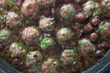 קציצות בשר ברוטב דובדבנים חמוצים