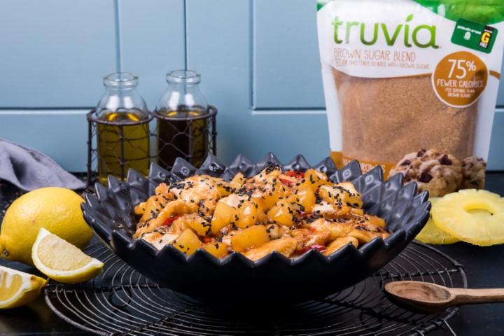 נגיסי עוף ברוטב חמוץ מתוק ואננס טרוביה (צילום: אליאור סטודיו)