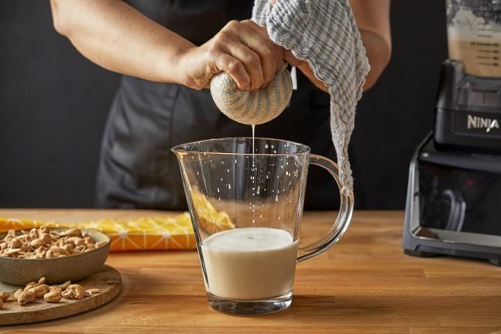 חלב קשיו נינג'ה (צילום: אפיק גבאי)