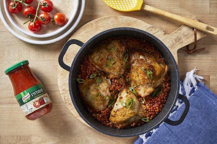 עוף בתנור ופתיתים ברוטב פומודורו קנור (צילום: שניר גואטה)