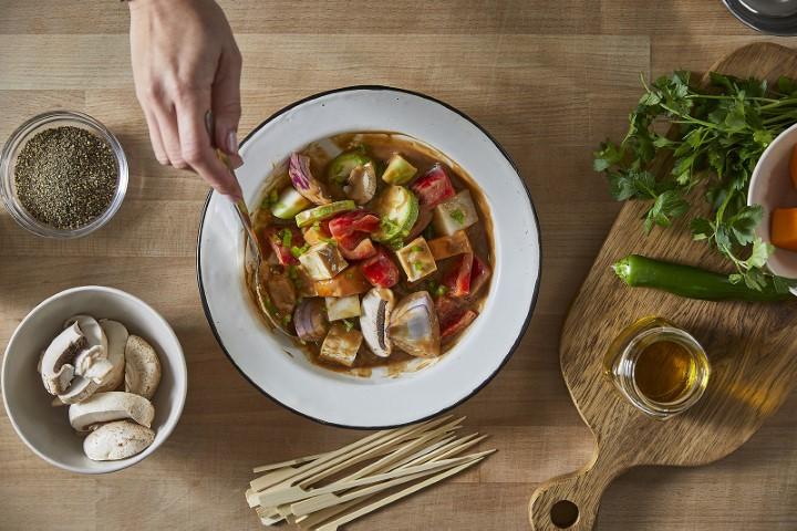 שיפודי ירקות רוטב טריאקי קנור (צילום: אפיק גבאי)