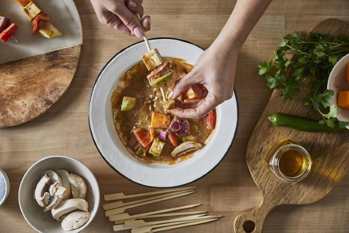 שיפודי ירקות רוטב טריאקי קנור (צילום: שניר גואטה)