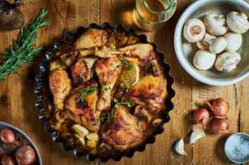 קדירת עוף מושלמת: עוף ברוטב סילאן, יין ורוזמרין