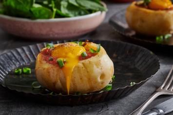 סירות תפוחי אדמה עם שקשוקה