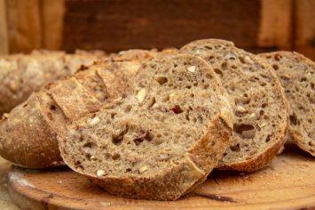 לחם ערמונים של ארז קומרובסקי