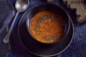 מרק עדשים כתומות עם קינואה ואורז