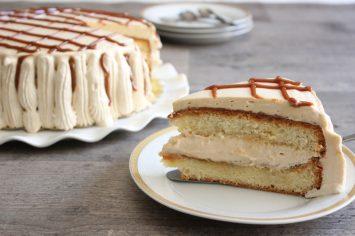 עוגה זבת ריבת חלב – עוגת ריבת חלב וקצפת