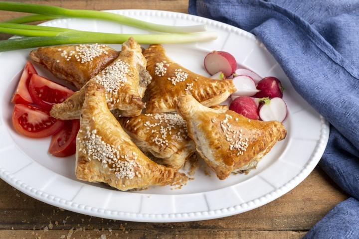 בורקס עם גבינות, תפוח אדמה ופטריות. צילום: שני הלוי