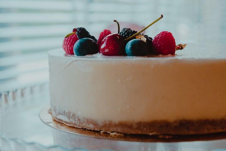 עוגת גבינה אפויה של MIMI. צילום: עומר נאור