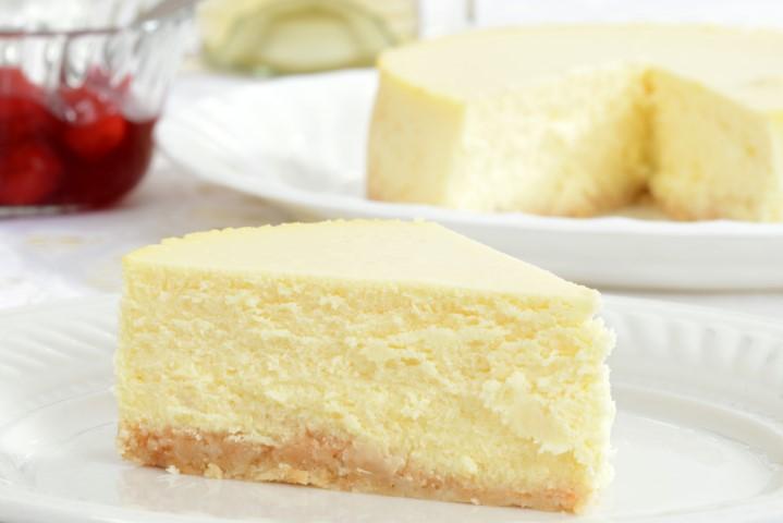 אפייה נכונה ומבוקרת תיצור עוגת גבינה גבוהה, יציבה ואחידה. צילום: שאטרסטוק